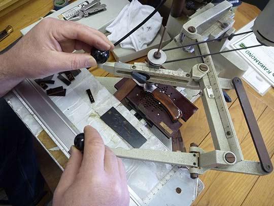 僕が造ったナイフに名前の頭文字もここで入れさせてくれるんだって! J・R・G世界で一つが作れるって最高!