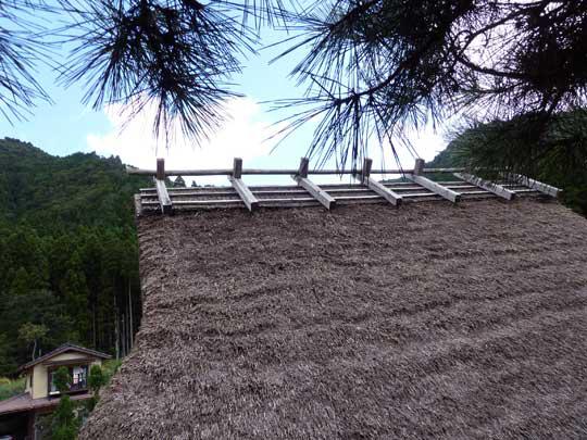 屋根の上の7本の千木、この数で家の裕福さを表していた。