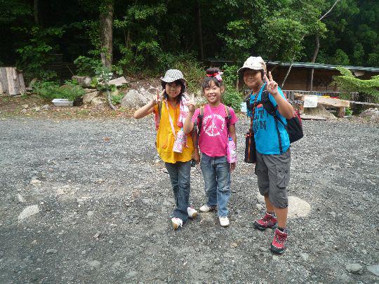 屋久島を一緒に探検する3人組み!頑張ります!!