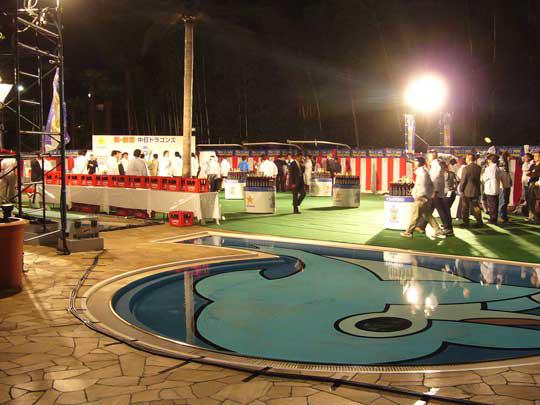 祝賀会のホテルニューオータニ。 ビールかけのあとさあ、プールに誰が飛び込むのでしょう!