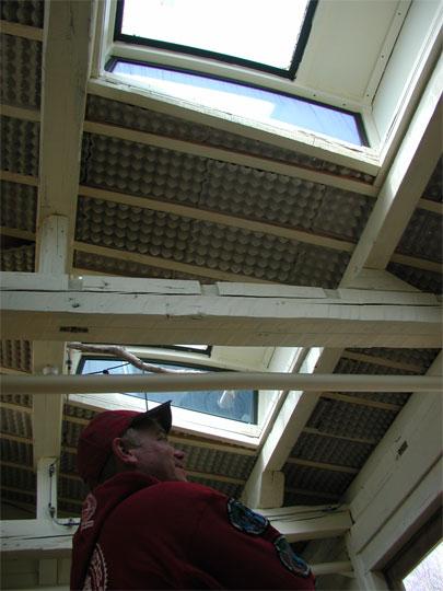 屋根の断熱材は卵パック